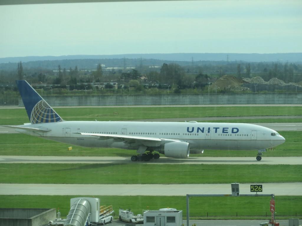United 777-200 at LHR