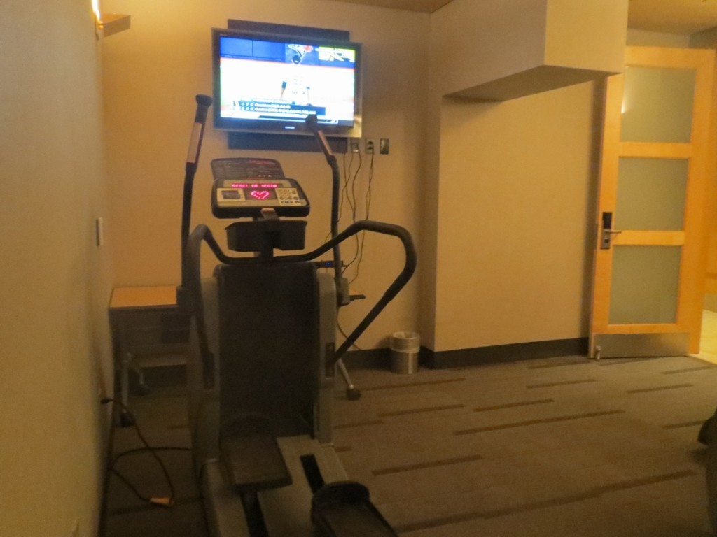 excersize_fitness_room_gym_american_airlines_admirals_club_dallas_terminal_a_review_trip_report_9