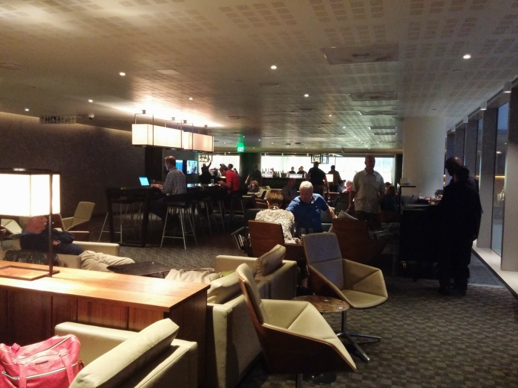 oneworld_lounge_lax_tom_bradley_international_terminal_tbi_seating_bar_1